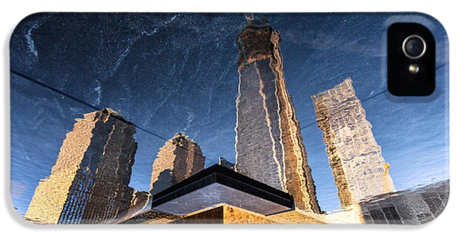 World Trade Centre IPhone 5 Case featuring the photograph Rising Up by John Farnan