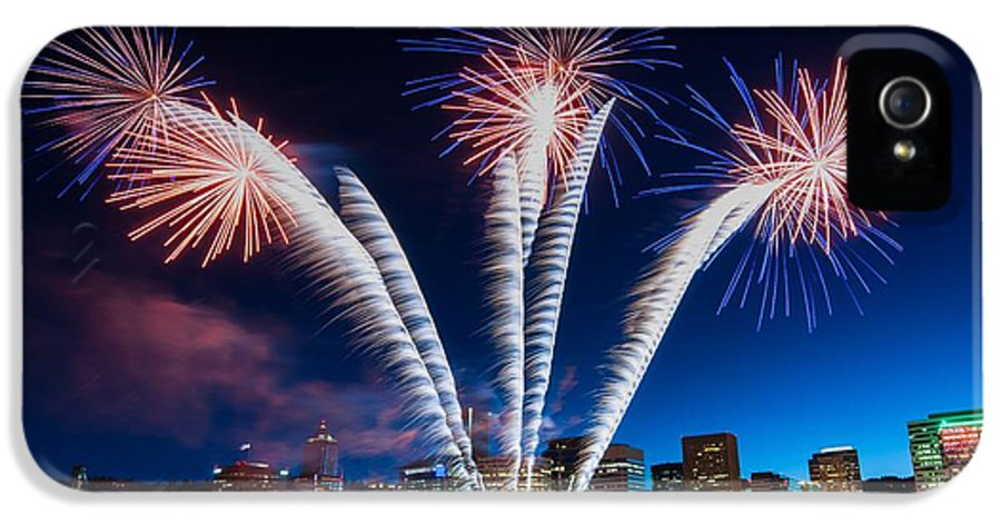Fireworks IPhone 5 Case featuring the photograph Rockets Red Glare by Brian Bonham