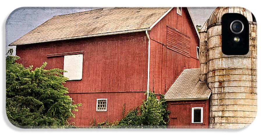 Red Barn IPhone 5 Case featuring the photograph Rustic Barn by Bill Wakeley