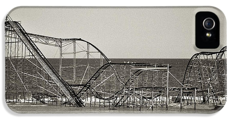 The Jet Star IPhone 5 Case featuring the photograph Seaside After Sandy by Mark Miller