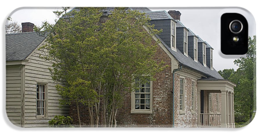 Yorktown IPhone 5 Case featuring the photograph Sessions House Yorktown by Teresa Mucha