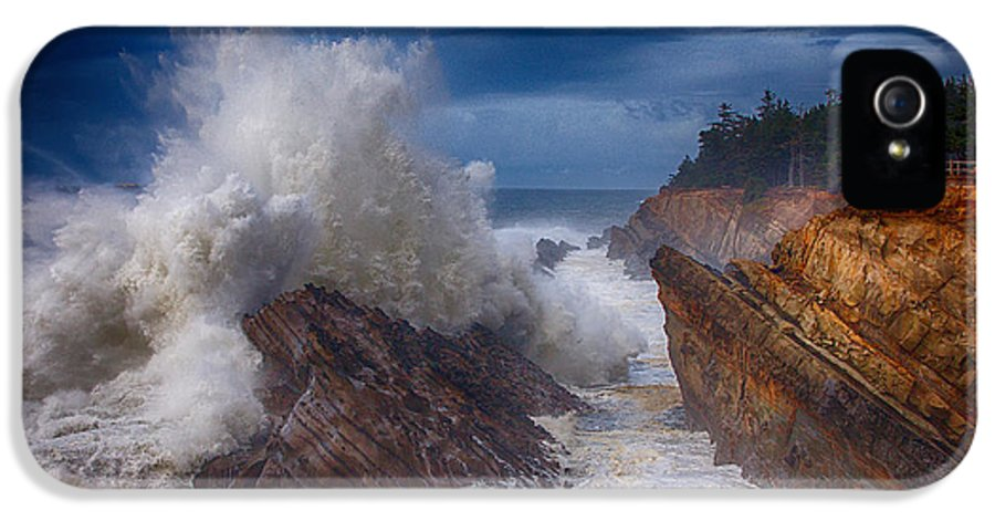 Storm IPhone 5 / 5s Case featuring the photograph Shore Acre Storm by Darren White