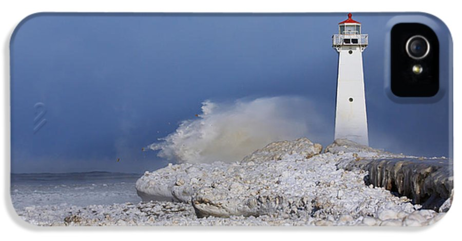 Lighthouse IPhone 5 Case featuring the photograph Sodus Bay Lighthouse by Everet Regal