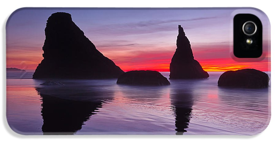 Ocean IPhone 5 Case featuring the photograph South Coast Reds by Darren White