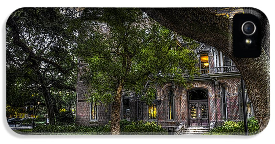 Plant Hotel IPhone 5 Case featuring the photograph South Entry by Marvin Spates