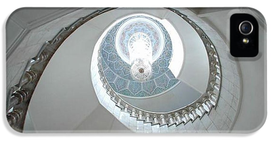 Chandelier IPhone 5 Case featuring the photograph Spiral Staircase by Sharla Fossen