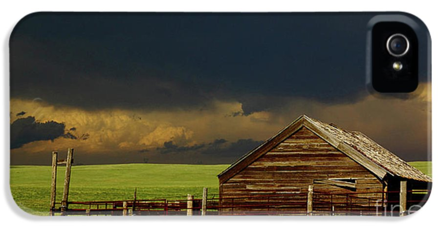 Barn IPhone 5 Case featuring the photograph Storm Crossing Prairie 2 by Robert Frederick