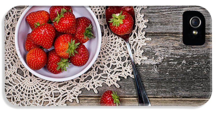 Wood IPhone 5 Case featuring the photograph Strawberry Vintage by Jane Rix