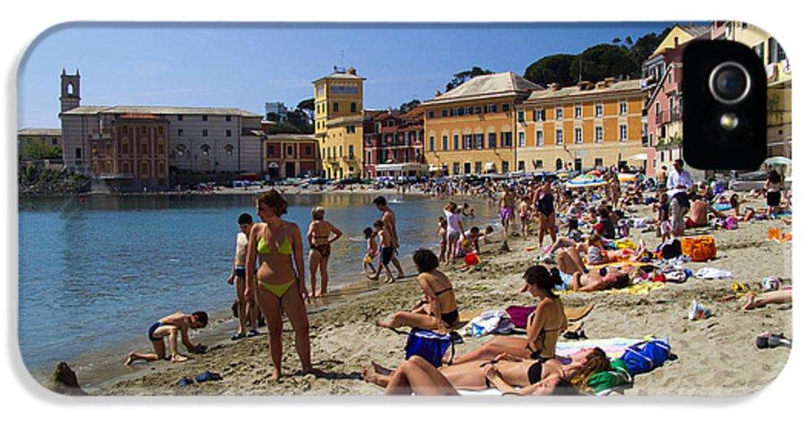 Sestri Levante IPhone 5 / 5s Case featuring the photograph Sun Bathers In Sestri Levante In The Italian Riviera In Liguria Italy by David Smith