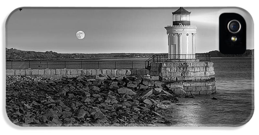 Bug Light IPhone 5 Case featuring the photograph Sunrise At Bug Light Bw by Susan Candelario