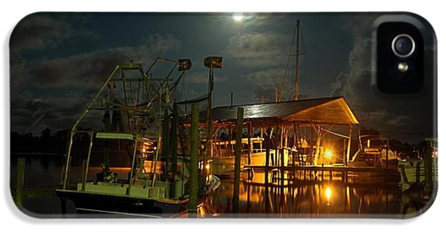 Alabama IPhone 5 Case featuring the digital art Super Moon At Nelsons by Michael Thomas