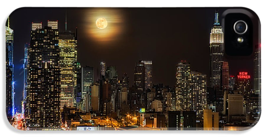 Empire State Building IPhone 5 Case featuring the photograph Super Moon Over Nyc by Susan Candelario