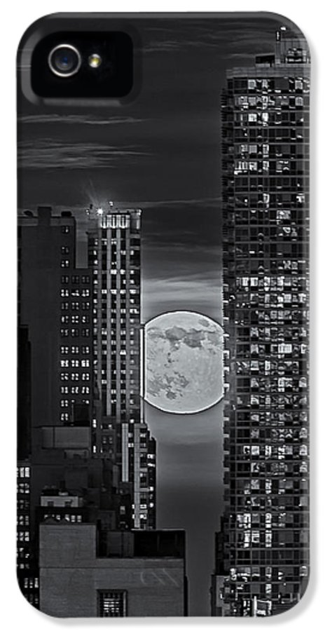 Big Apple IPhone 5 Case featuring the photograph Super Moon Rises Over The Big Apple Bw by Susan Candelario