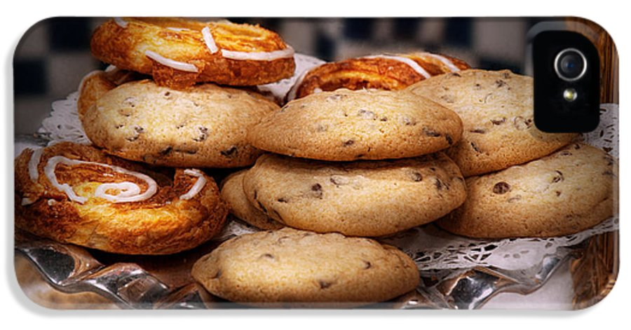 Cookie IPhone 5 Case featuring the photograph Sweet - Cookies - Cookies And Danish by Mike Savad