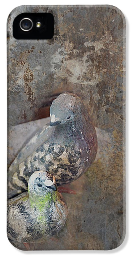 Dove IPhone 5 / 5s Case featuring the photograph Sweet Pair by Carla Parris