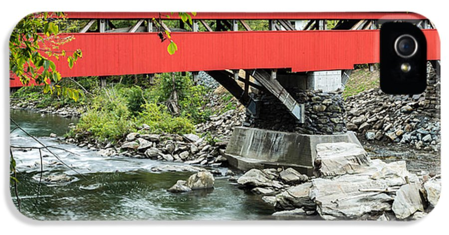 Bridge IPhone 5 Case featuring the photograph Taftsville Covered Bridge Vermont by Edward Fielding
