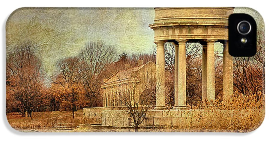 Bird Nest IPhone 5 Case featuring the photograph The Gazebo by Glenn Anderson