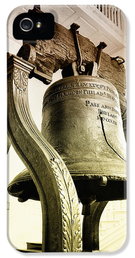 The Liberty Bell IPhone 5 Case featuring the photograph The Liberty Bell by Bill Cannon