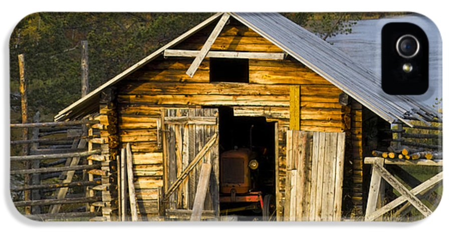 Heiko IPhone 5 Case featuring the photograph The Old Barn by Heiko Koehrer-Wagner