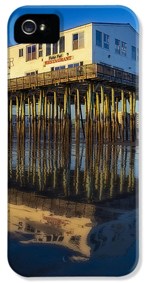 Old Orchard Beach Pier IPhone 5 Case featuring the photograph The Pier by Susan Candelario