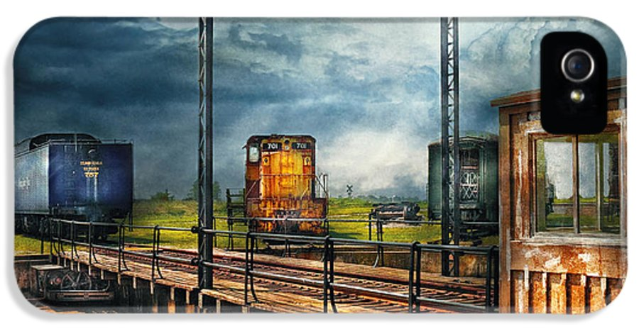 Savad IPhone 5 Case featuring the photograph Train - Yard - On The Turntable by Mike Savad
