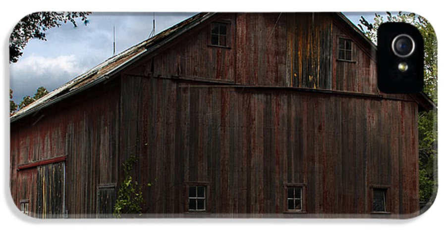 Landscape Photographs IPhone 5 Case featuring the photograph Tripp Barn by Guy Shultz