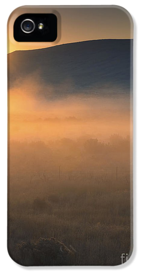 Umptanum IPhone 5 Case featuring the photograph Uptanum Dawning by Mike Dawson