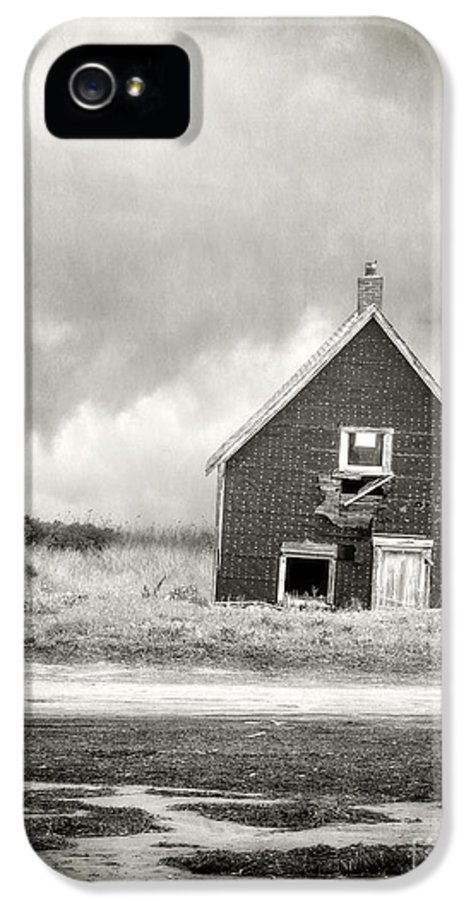 Abandoned IPhone 5 Case featuring the photograph Vacation Rental by Edward Fielding