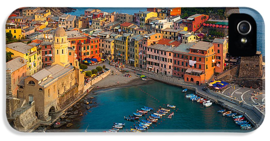 Cinque Terre IPhone 5 Case featuring the photograph Vernazza Pomeriggio by Inge Johnsson