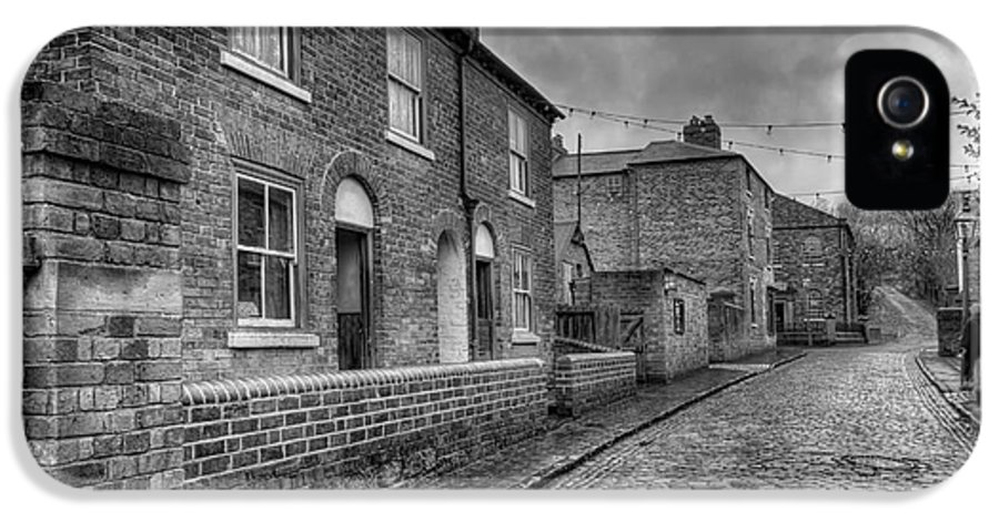 Alley IPhone 5 Case featuring the photograph Victorian Street by Adrian Evans