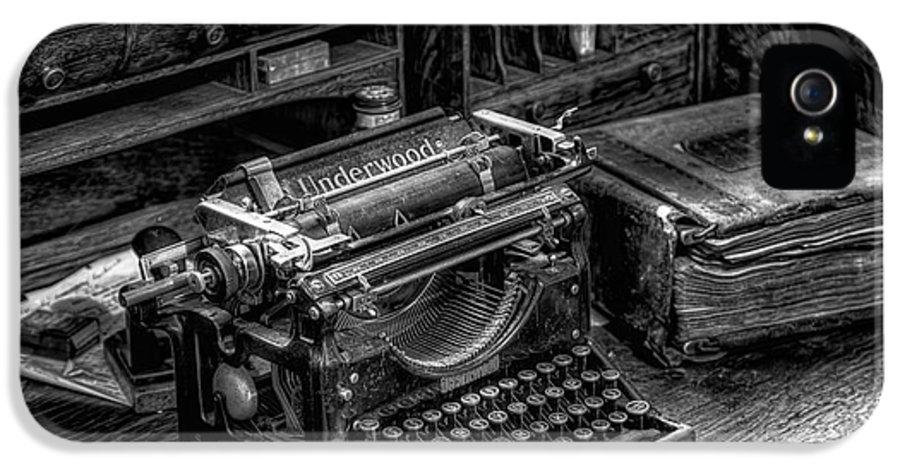 Typewriter IPhone 5 Case featuring the photograph Vintage Typewriter by Adrian Evans