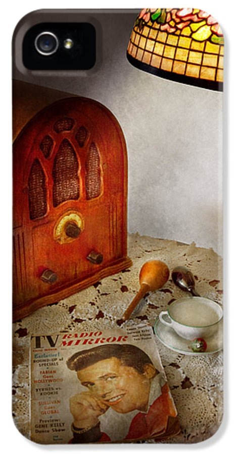 Savad IPhone 5 Case featuring the photograph Vintage - What's On The Radio Tonight by Mike Savad