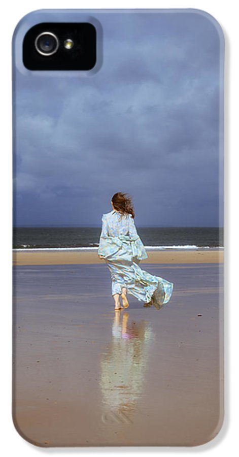 Woman IPhone 5 / 5s Case featuring the photograph Walk At The Beach by Joana Kruse
