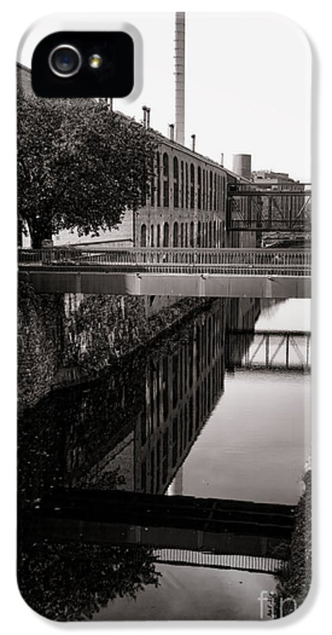 Georgetown IPhone 5 Case featuring the photograph Walking Along The C And O by Olivier Le Queinec