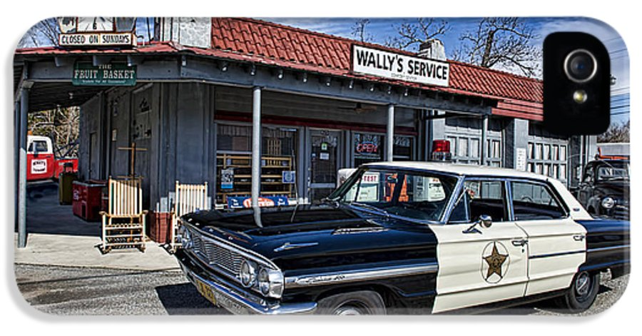 Mt Airy IPhone 5 Case featuring the photograph Wallys Service Station by David Arment