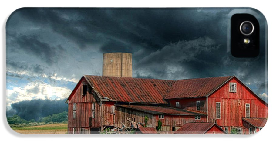 Red Barn IPhone 5 Case featuring the photograph Weathering The Storm by Lori Deiter