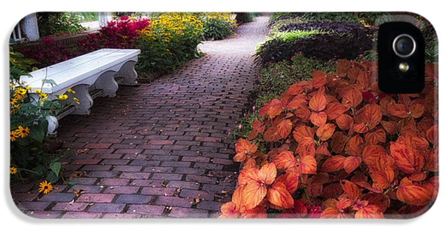 Garden IPhone 5 Case featuring the photograph White Bench Prescott Park by Jeff Sinon
