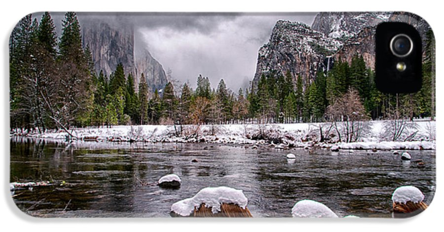 Snow IPhone 5 Case featuring the photograph Winter At Valley View by Cat Connor