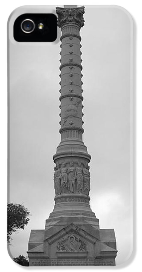 Yorktown IPhone 5 Case featuring the photograph Yorktown Monument Bw by Teresa Mucha