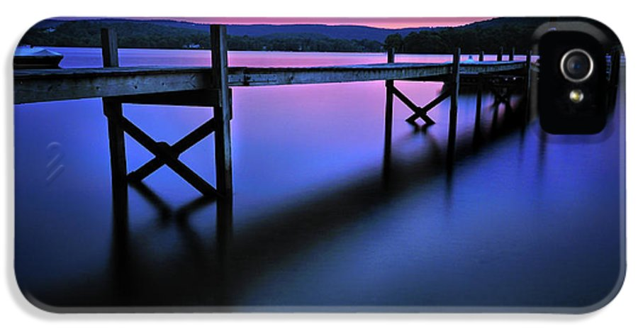 Lake Waramaug IPhone 5 Case featuring the photograph Zen At Lake Waramaug by Expressive Landscapes Fine Art Photography by Thom