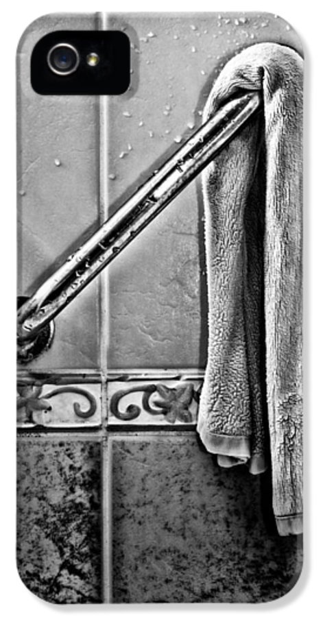 Monotone IPhone 5 Case featuring the photograph After The Shower - Bw by Christopher Holmes