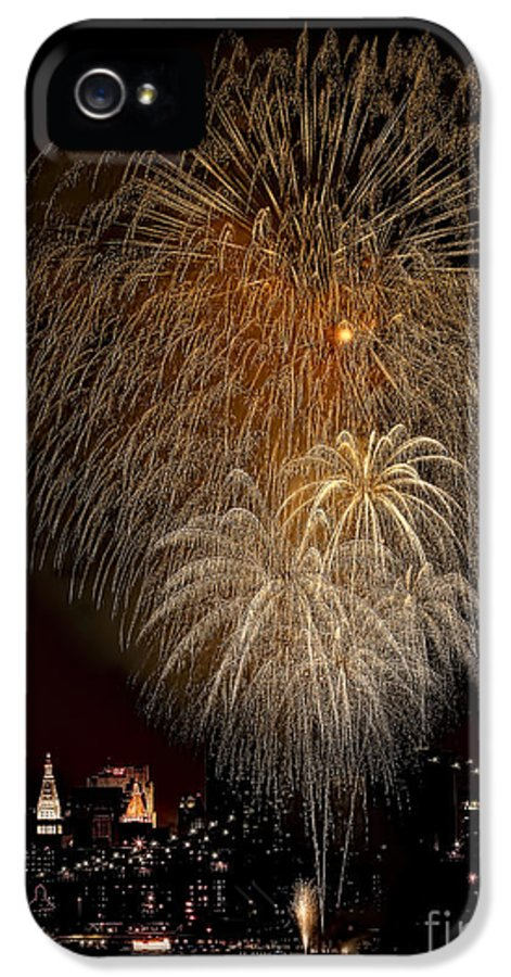 New York City IPhone 5 Case featuring the photograph Brooklyn Bridge Celebrates by Susan Candelario