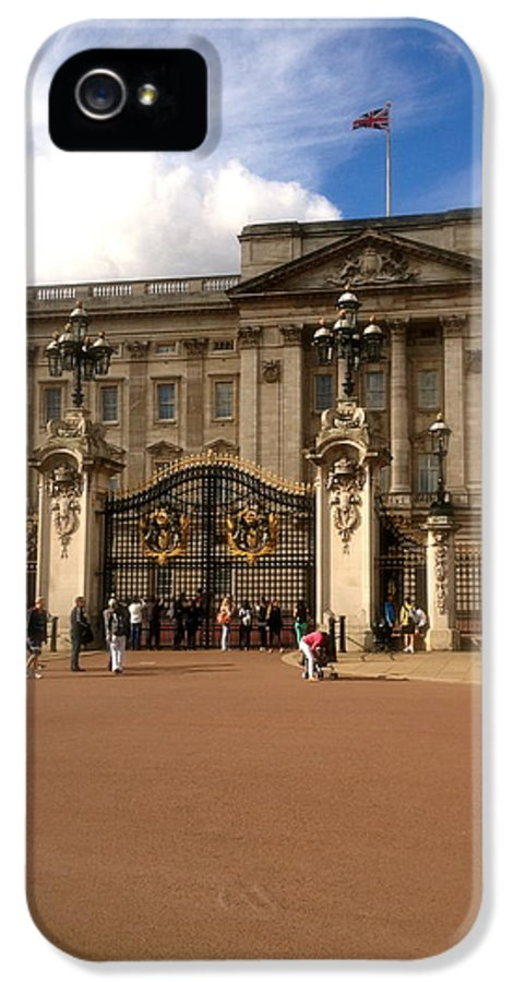 Queen IPhone 5 Case featuring the photograph Buckingham Palace by John Colley