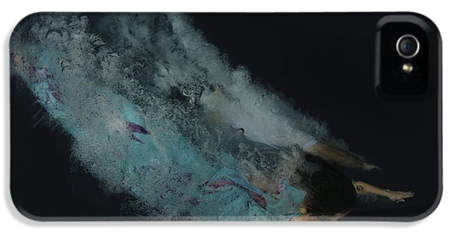 Skill IPhone 5 Case featuring the photograph Couple Dive Together Into Water. by Hagai Nativ
