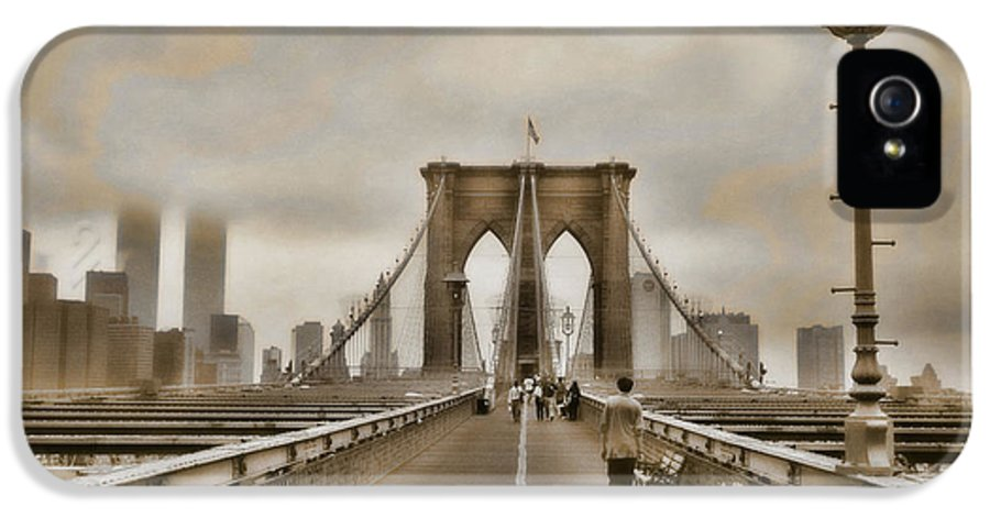 Brooklyn Bridge IPhone 5 Case featuring the photograph Crossing Over by Joann Vitali