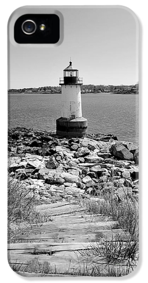 Salem IPhone 5 Case featuring the photograph Fort Pickering Light by Catherine Reusch Daley