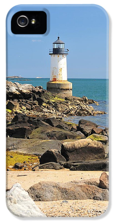 Salem IPhone 5 Case featuring the photograph Fort Pickering Lighthouse by Catherine Reusch Daley