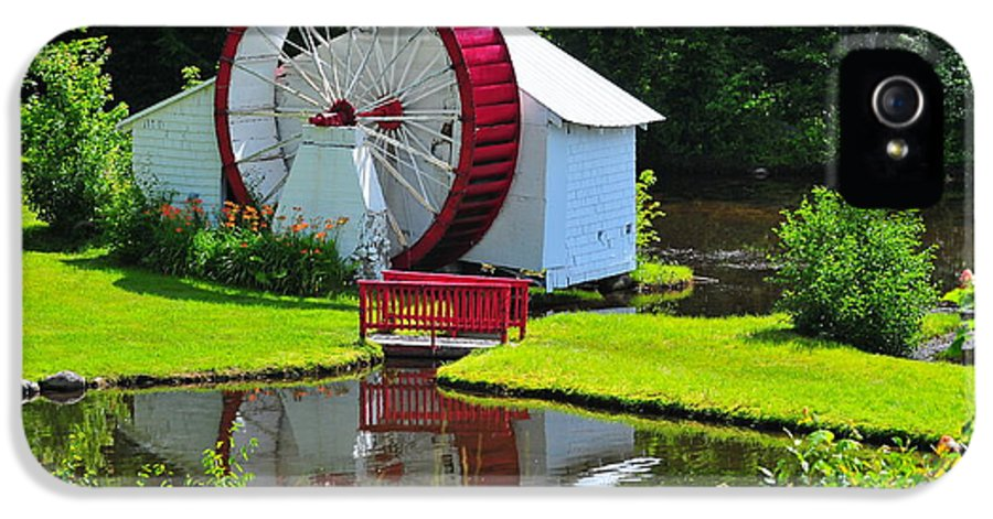 Waterwheel IPhone 5 Case featuring the photograph Franconia Notch Waterwheel by Catherine Reusch Daley