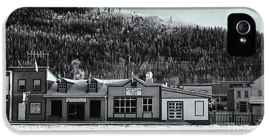Front Street IPhone 5 Case featuring the photograph Front Street by Priska Wettstein