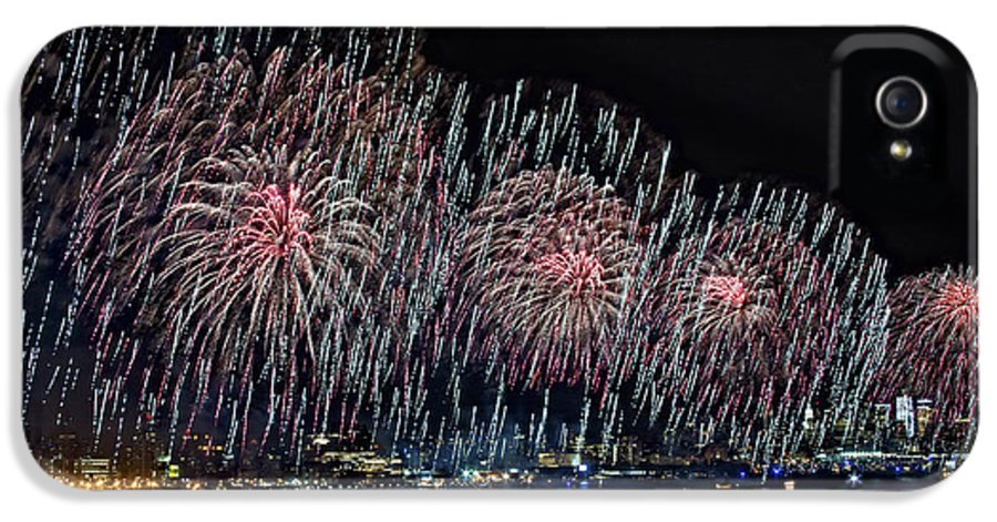 New York City IPhone 5 Case featuring the photograph New York City Celebrates The 4th by Susan Candelario